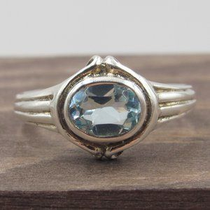Jewelry - Size 6.75 Sterling Silver Unique Blue Glass Ring